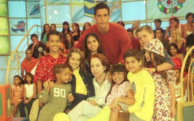 Mrcio Garcia e Fernanda Montenegro com o elenco infantil da atrao (Foto: Acervo Globo)