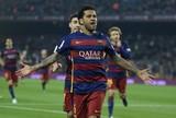 """Dani Alves chega a marca de 300 vitórias no Barça: """"Anos de dedicação"""""""