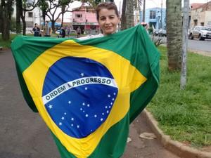 Manifestantes estão reunidos no Parque Infantil, região central de Araraquara (Foto: Carol Malandrino/G1)