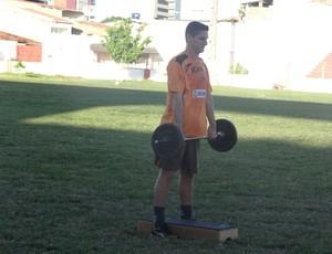 Marcinho Guerreiro pega pesado  (Foto: Denison Roma / Globoesporte.com)