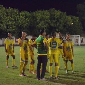 Na segunda parada técnica, o GAS já perdia a partida e os jogadores pareciam já estar sem reação (Foto: Ivonisio Júnior)