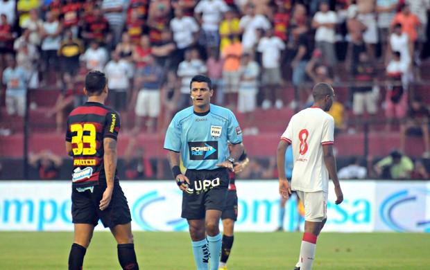 Sport x Náutico - Sandro Meira Ricci (Foto: Aldo Carneiro/Pernambuco Press)