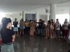 Alunos ocupam reitoria da Uece em protesto contra corte de verba