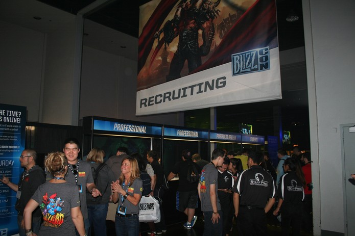 Há até mesmo espaço para procurar emprego na Blizzard (Foto: Felipe Vinha)