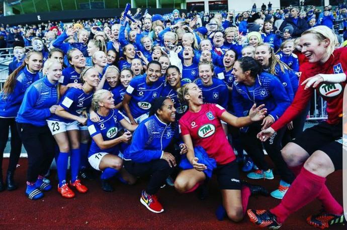 Jogadoras do Stjarnan comemoram a Copa da Islândia  (Foto: arquivo pessoal)