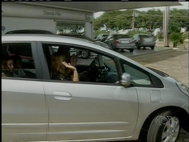 Anunciato Rodrigues voltou para Monte do Carmo com o carro zero (Foto: Reprodução/TV Anhanguera)
