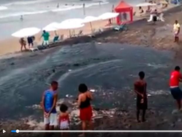 Vídeo compartilhado no Facebook teve milhares de visualizações (Foto: Reprodução/ Facebook)