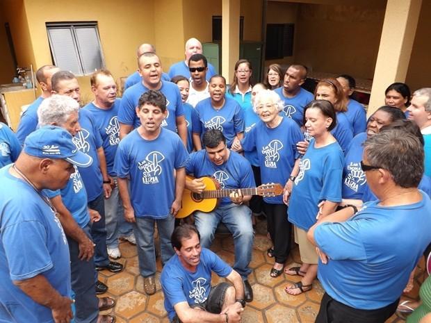 Coral do Lar Escola Santa Luzia ensaiou canções natalinas (Foto: Alan Schneider / G1)