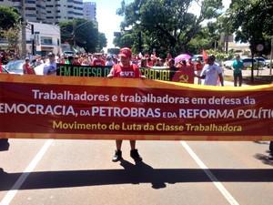 Passeata pelas ruas de Campo Grande (Foto: Nadyenka Castro/ G1 MS)