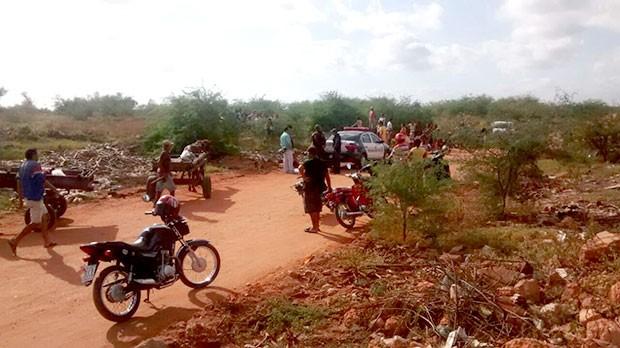 Lixão fica no sítio Cajazeiras, em um local conhecido como estrada do Óleo (Foto: Marcelino Neto/G1)