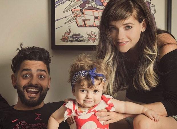 Lucas Silveira com Karen Jonz e a filha, Sky (Foto: Reprodução/Instagram)