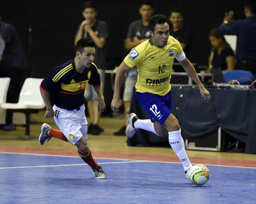 Vitalidade aos 39: Falcão arranca marcado pelo colombiano Camilo Gómez (Foto: André Durão)