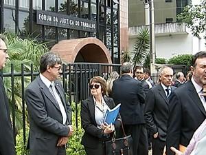 Protesto advogado OAB Uberaba  (Foto: Reprodução/TV Integração)