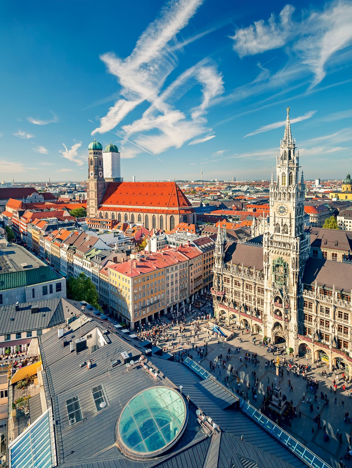 Ponto de partida: Visão aérea do centro histórico de Munique. A excursão sobre o passado nazista da cidade parte da praça diante do prédio da Prefeitura (Foto: Getty Images)