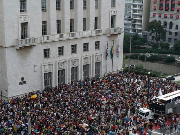 Manifestação dos professores em frente a Prefeitura de São Paulo, em São Paulo (SP), nesta quarta-feira (Foto: Suamy Beudoyn/Futura Press/Estadão Conteúdo)