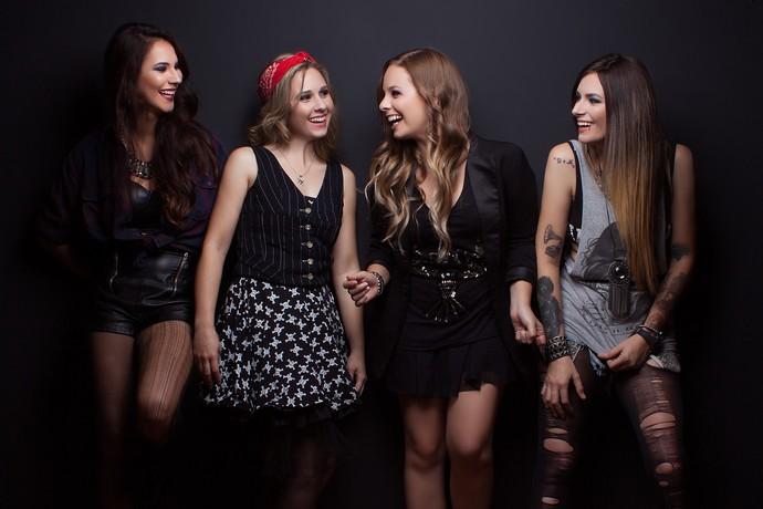 Letícia Alló, Sara Simas, Dani Longaray e Debora Valençay formam a Pink Revolver (Foto: Pink Revolver/Divulgação)