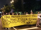 Manifestantes realizam passeata pelas ruas de Santos