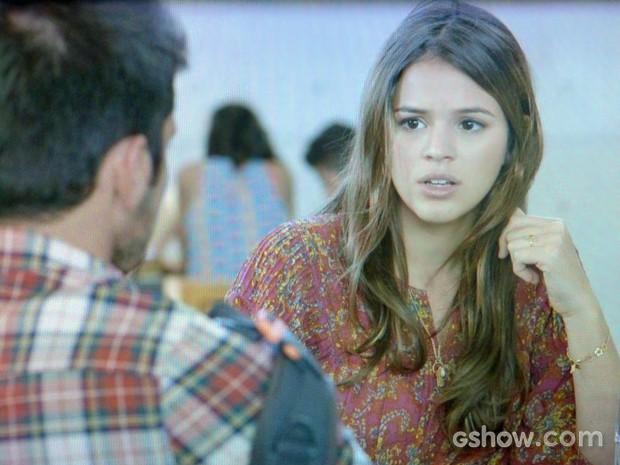 Luiza se irrita com André e fala poucas e boas para o namorado (Foto: Em Família/ TV Globo)