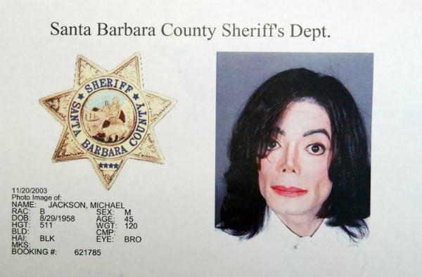 Michael Jackson foi fichado pela polícia dos EUA (Foto: Getty Images)