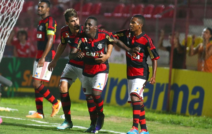 Cafú gol Flamengo x Osasco (Foto: Marcos Bezerra / Ag. Estado)