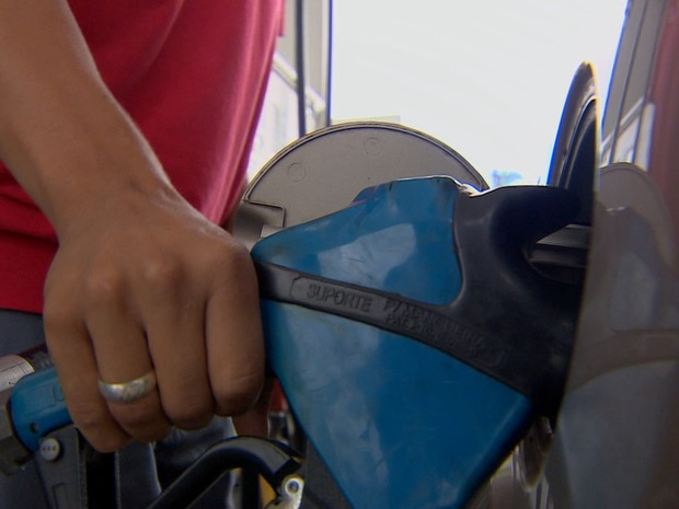 Abastece posto de combustíveis etanol vale do paraíba (Foto: Reprodução/TV Vanguarda)