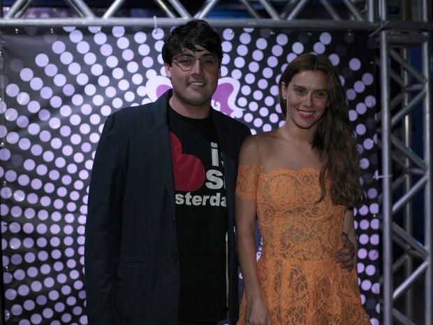 Bruno De Luca e Carolina Dieckmann em festa no Rio (Foto: Isac Luz/ EGO)