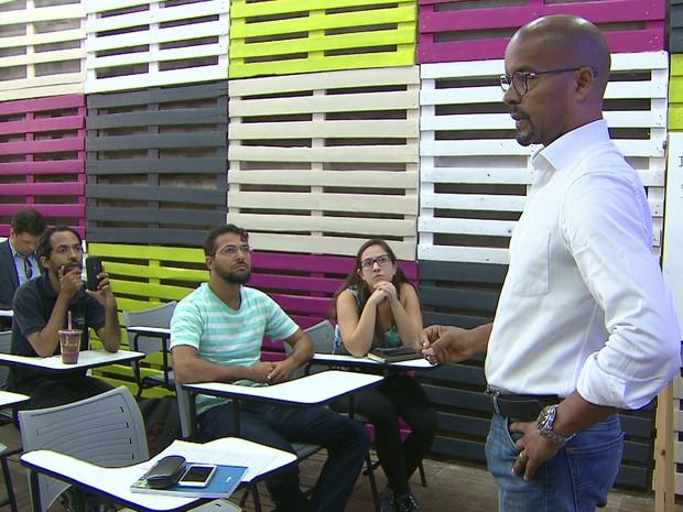 Edilson Silva participou, na terça-feira (13), de encontro com empreendedores da área de tecnologia no Bairro do Recife (Foto: Reprodução/TV Globo)