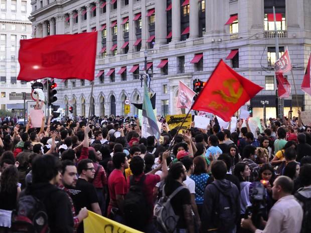 Ato contra aumento dos transportes reúne manifestantes no Centro de São Paulo (Foto: Cris Faga/Fox Press Photo/Estadão Conteúdo)