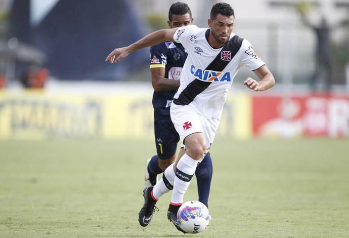 Gilberto, do Vasco, em ação contra o Bangu (Foto: Marcelo Sadio/vasco.com.br)