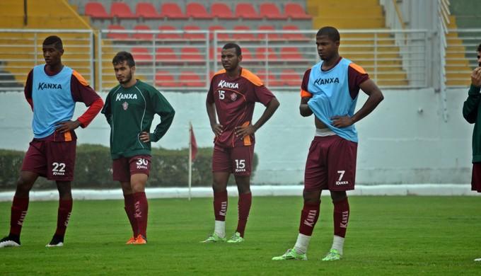Léo Baiano (à direita) Boa Esporte (Foto: Régis Melo)