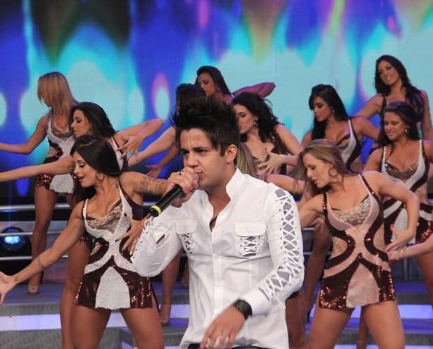 Cristiano Araújo no palco (Foto: Domingão do Faustão / TV Globo)