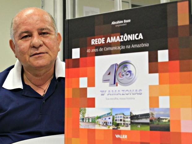 Livro narra 40 anos da TV Amazonas com fotos, histórias e curiosidades (Foto: Caio Pimenta/ G1 Amazonas)