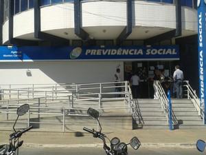 Servidores do INSS de Montes Claros entram no 60º dia de greve (Foto: Henrique Correa/Inter TV)
