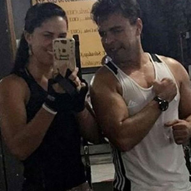 Zezé Di Camargo com a namorada, Graciele Lacerda, em academia (Foto: Instagram/ Reprodução)