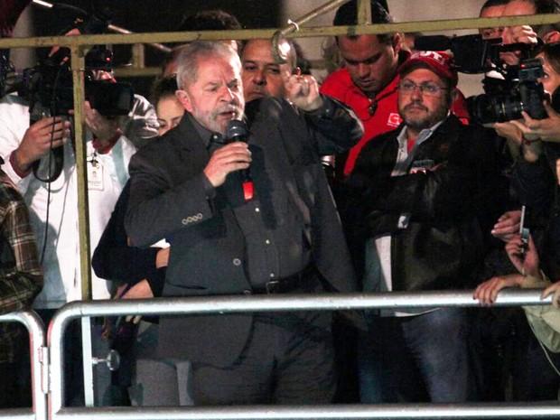 O ex-presidente Luiz Inácio Lula da Silva comparece ao ato contra o governo Temer na Avenida Paulista (Foto: Marcelo Brandt/G1)