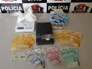 Nc¹ - Enfermeiro é detido em Rio Preto, SP, por suspeita de tráfico de drogas  - Primeiro em Noticias - Castilho -