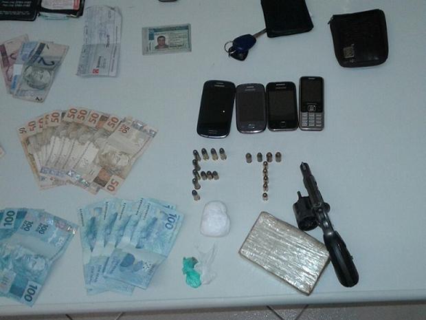 Suspeitos foram encontrados em rodovia de Avaré (Foto: Divulgação/Polícia Militar de Avaré)