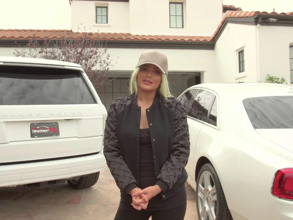 e8a74c8fc16 Kylie Jenner mostra sua coleção de carros de luxo em vídeo - Vogue ...