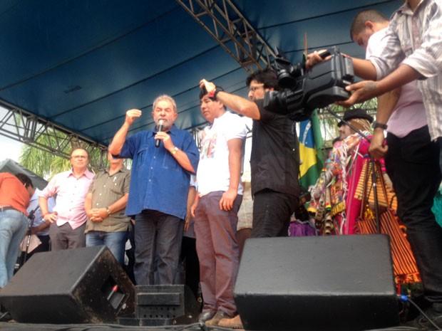 O presidente Luís Inácio Lula da Silva em visita à festa boliviana em São Paulo (Foto: Isabela Leite/G1)