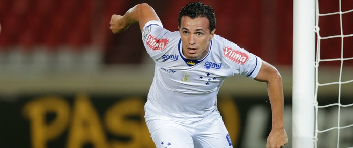 Leandro Damião gol Cruzeiro x Mineros (Foto: AP)
