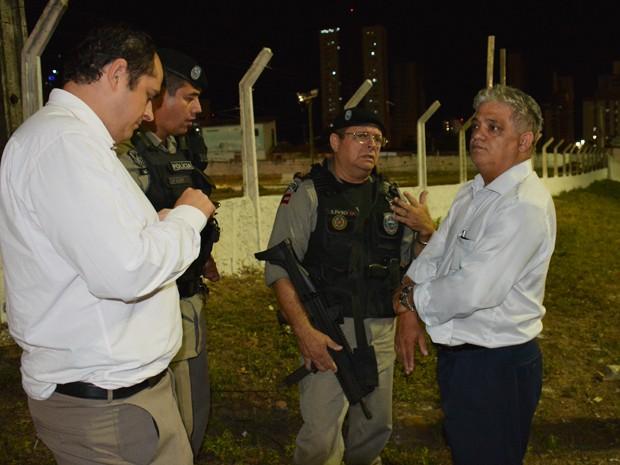 Secretário de Segurança Pública do Estado esteve nas ruas de João Pessoa acompanhando o trabalho da polícia (Foto: Walter Paparazzo/G1)