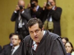 Advogado de José Genoino, Luiz Pacheco usa o argumento de que não há provas de que ele articulou o esquema de corrupção e tratava na busca de recursos para o mensalão.  (Foto: Nelson Jr./SCO/STF)