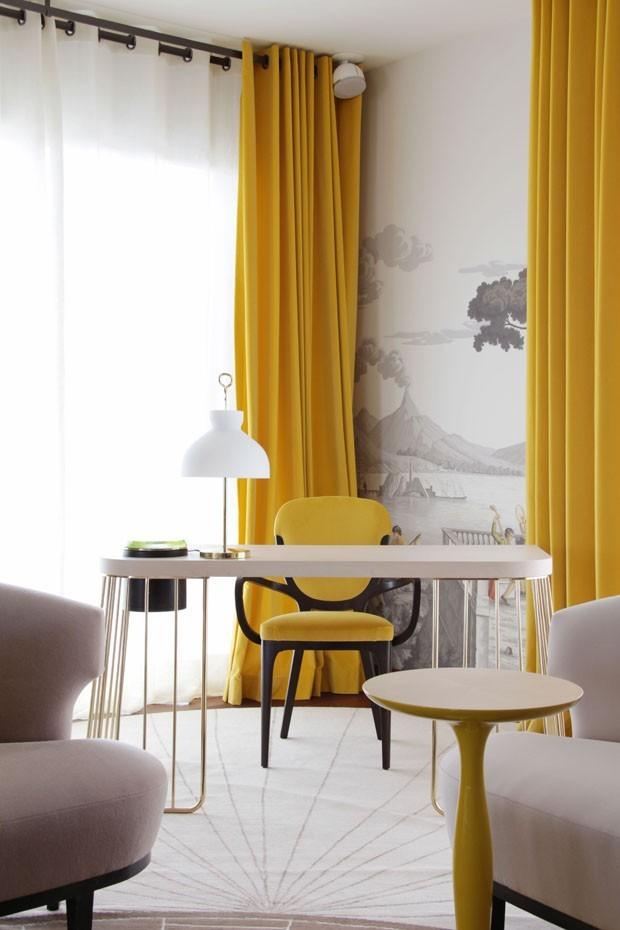 Décor do dia: amarelo em destaque no home office  (Foto: Michael Catoir)