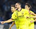 Diego Oliveira faz 3, Reysol goleia líder Frontale e deixa returno da J1 em aberto