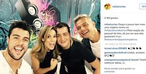 Rafael Cortez com Otaviano Costa, Maíra Charken e Joaquim Lops nos bastidores do Vídeo Show (Foto: Reprodução/Instagram)