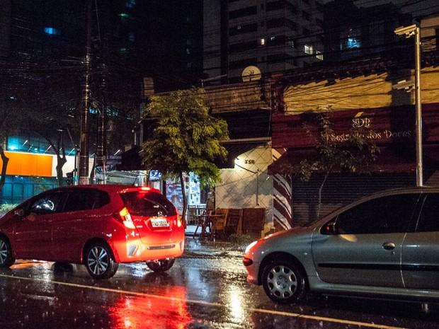 Radar da esquina da Joaquim Floriano com a Renato Paes no Itaim Bibi, é o que mais multa de madrugada (Foto: Marcelo Brandt/G1)