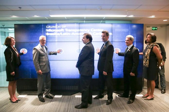 Inauguração do Centro de Transparência Microsoft no Brasil contou com políticos e executivos (Foto: Divulgação / Microsoft)