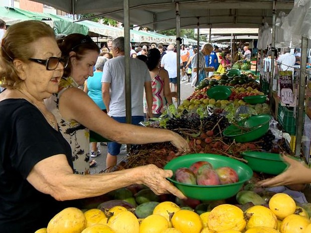 Feira livre funciona normalmente em Vitória (Foto: Reprodução/ TV Gazeta)