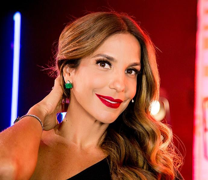 Ivete Sangalo usa brinco verde esmeralda no The Voice Kids ao vivo (Foto: Isabella Pinheiro / Gshow)