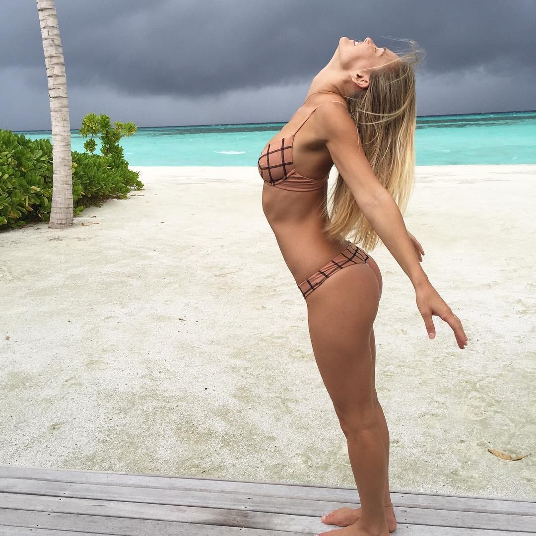 Tempestade? Bar Refaeli exibe curvas que ofuscam nuvens ... бар рафаэли